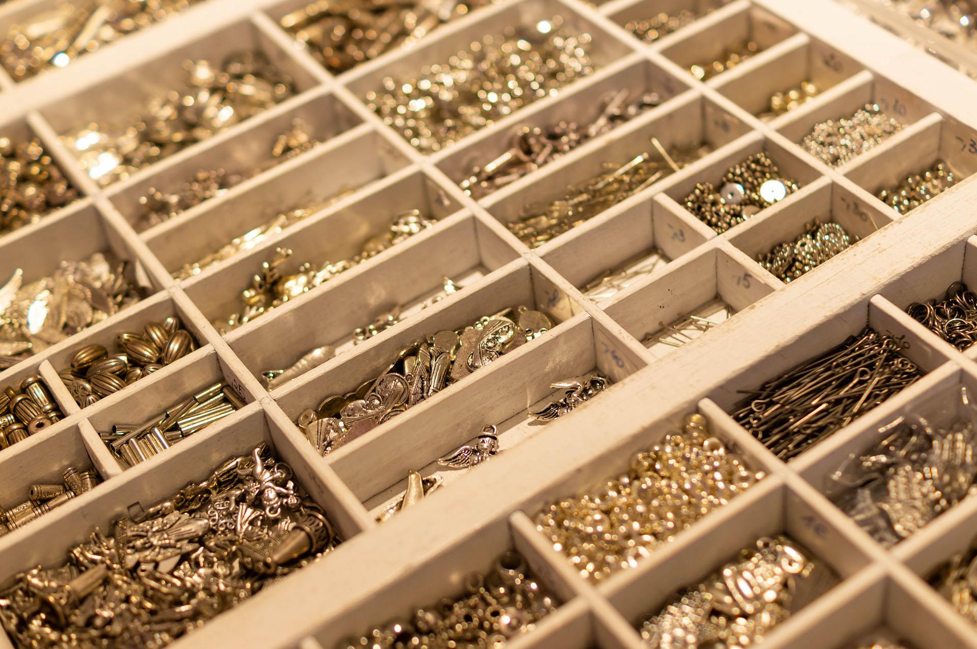 Perlenzimmer Essen - Metallperlen und Verschlüsse